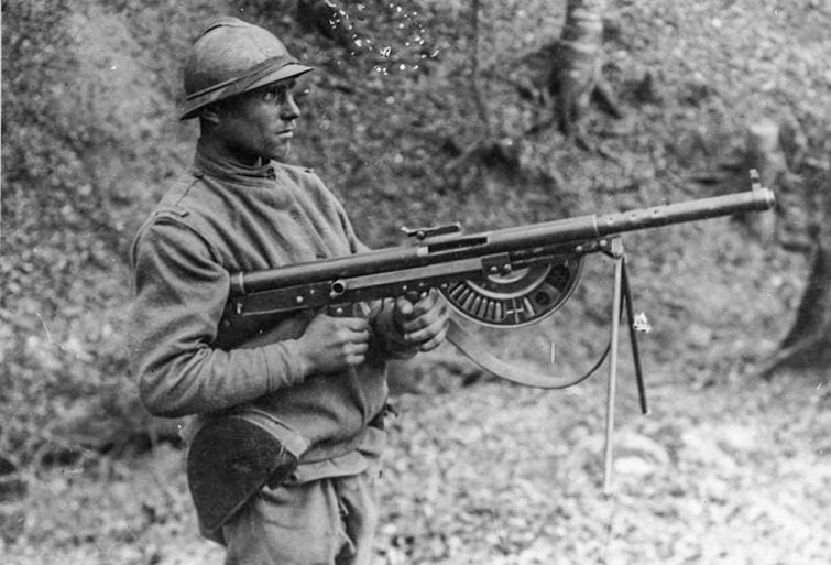 soldier carrying chauchat