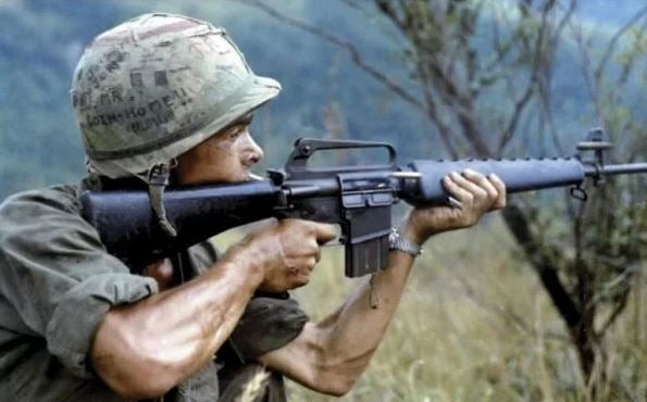 soldier shooting m16