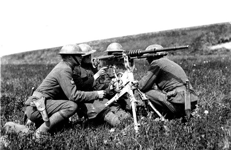 US Army soldiers operating the M1914 Hotchkiss gun in France, 1918.