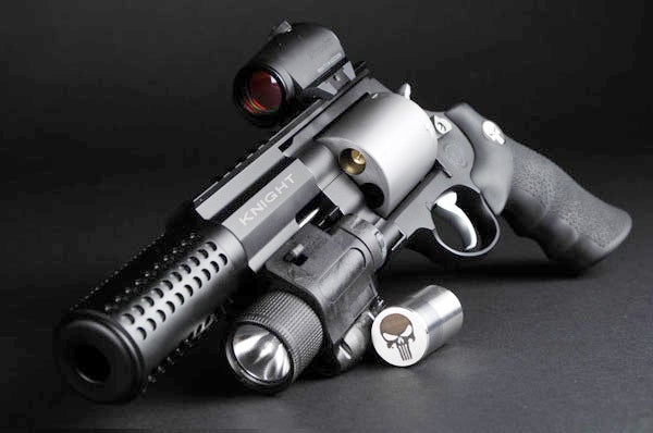 A close look at Frank's tricked-out S&W Model 500.