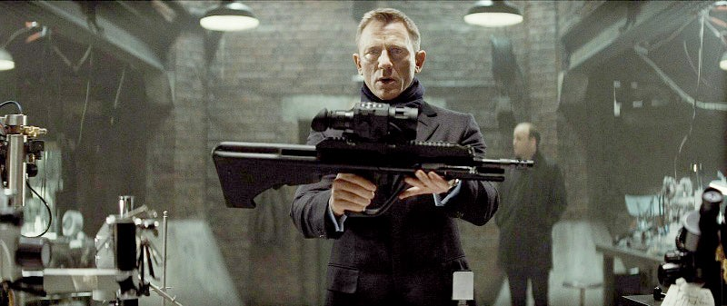 Bond examines a Steyr AUG A3 in Q's lab.