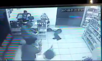 Armed Robber Bursts Into Store, Meets Four Customers With Guns
