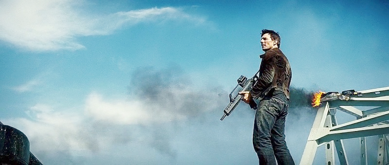 Hunt with the H&K G36K carbine during the bridge scene.
