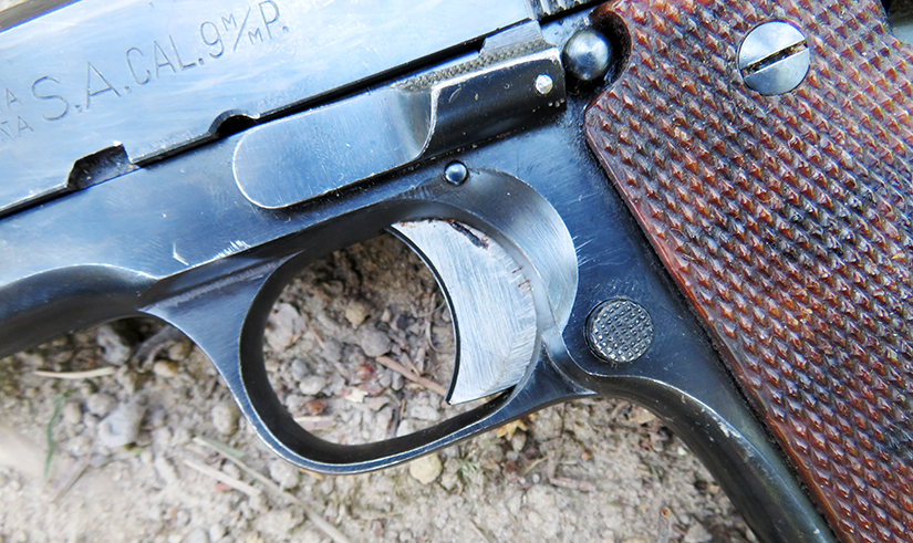 The slide stop, trigger and magazine release on the Star Model B look very similar to those on a true 1911.