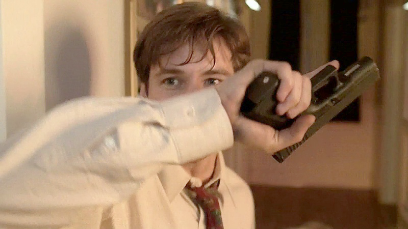 Mulder switched from a Taurus PT92 to a Glock 19 for the majority of the first season of The X-Files.