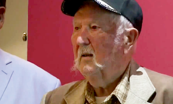 91-Year-Old Vet Shoots His WWII Machine Gun at the Range