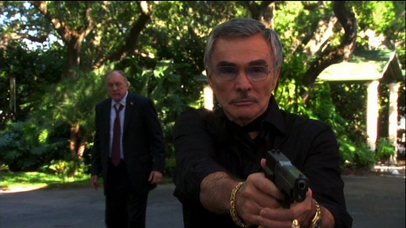 Reynolds played a former spy on an episode of Burn Notice and carried a SIG Sauer P226 pistol.